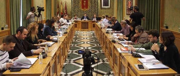 El Pleno aprueba que el campo de fútbol de 'La Bene' lleve el nombre del entrenador Joaquín Caparrós Camino