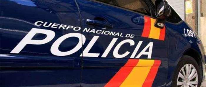 La Policía Nacional detiene a los dos autores de un tirón que abordaron a la víctima a la salida de un establecimiento de Talavera