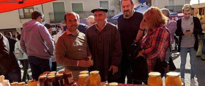 """Bellido destaca la """"diversidad y riqueza"""" de productos artesanos que se exhiben en las Ferias Tradicionales de Cifuentes"""