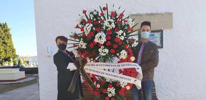 El Ayuntamiento de Socuéllamos deposita una corona de flores en el Cementerio Municipal en memoria de todos los fallecidos
