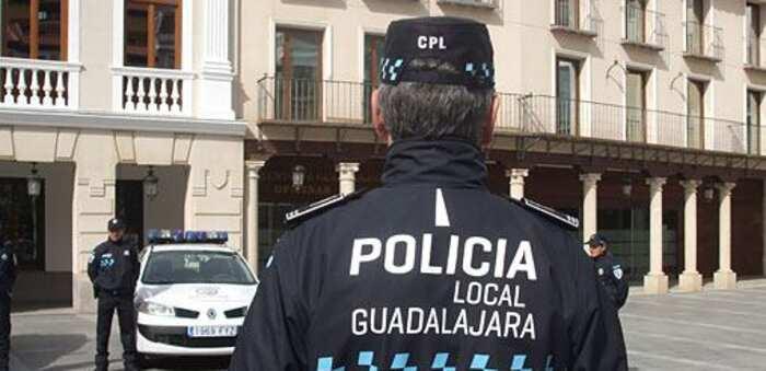 La Policía Local de Guadalajara ha impuesto en la última semana 81 denuncias, 69 en materia de mascarillas y 10 a establecimientos
