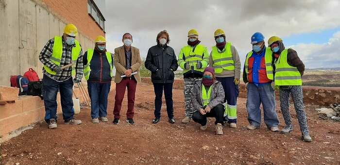 La Junta apuesta por fijar población en Almedina y mejorar la capacitación laboral de 8 alumnos de la localidad