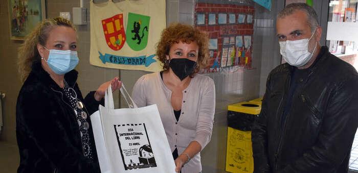 El Ayuntamiento entrega 250 libros sobre igualdad  a centros educativos y bibliotecas