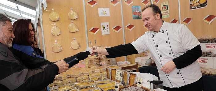 50 expositores de 8 países y un tiempo perfecto en la XXXVIII edición de la Feria Apícola de Pastrana