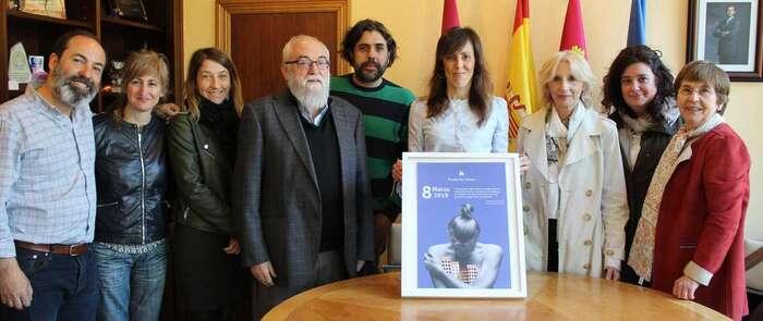 El ayuntamiento de Albacete recibe a representantes de la Fundación Atenea y les anima a continuar su labor de integración social