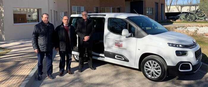 La Diputación adquiere un nuevo vehículo para facilitar el traslado de los usuarios de San Vicente de Paúl y la UME