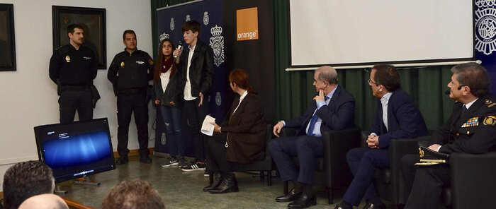 La Policía Nacional y Orange alertan sobre el riesgo de los retos virales para los más jóvenes