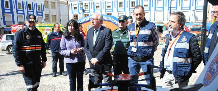 Protección Civil Valdepeñas celebra una jornada de puertas abiertas a la ciudadanía en la Plaza de España