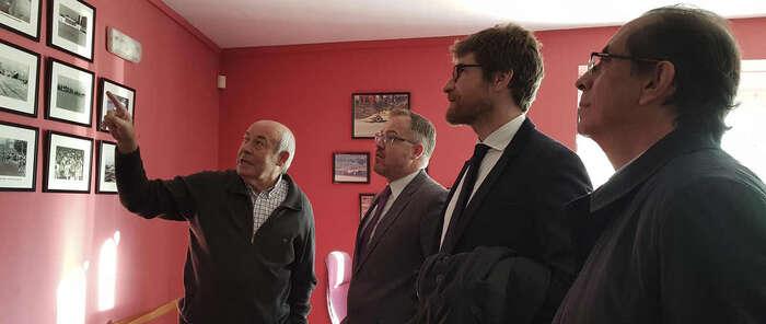 El Gobierno regional se reúne con la Asociación de Vecinos de 'El Tajo' para planificar actuaciones en materia de vivienda en la ciudad de Toledo