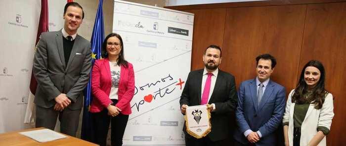 El Gobierno regional y Liberbank colaboran en el desarrollo de actividades para visibilizar y fomentar el deporte femenino