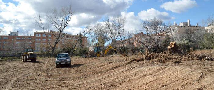 Comienzan los trabajos de limpieza para el nuevo gran parque de El Vallejo