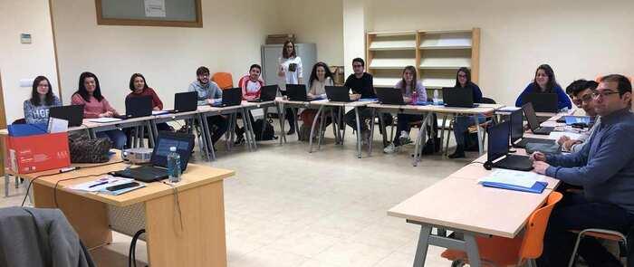 El Programa PICE de la Cámara forma en Puertollano a una quincena de jóvenes como community manager