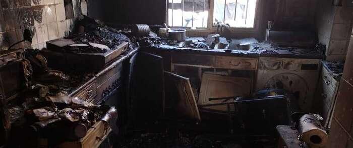 La cocina de una vivienda en Herencia queda totalmente destrozada tras un incendio