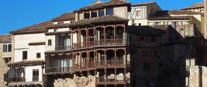 Las Casas Colgadas de Cuenca se iluminarán de azul mañana por el Día de la Concienciación sobre el Autismo