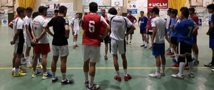 Treinta jóvenes en busca de un hueco en el equipo juvenil del Manzanares FS