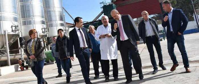 La Junta espera concluir en mayo la nueva iluminación de los molinos de viento de Herencia