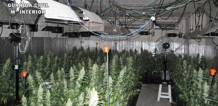 La Guardia Civil desmantela un cultivo intensivo de marihuana después de que éste provocara un apagón de luz