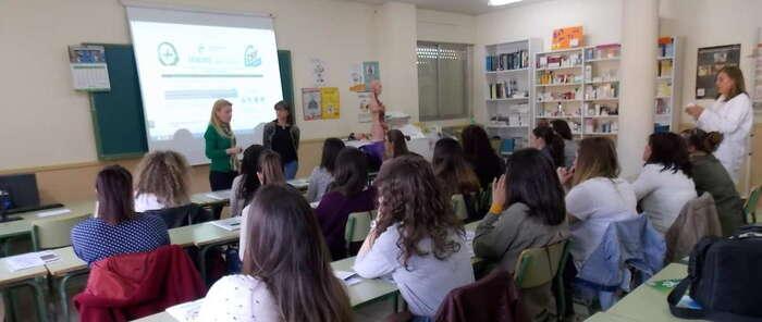 Estudiantes de farmacia y parafarmacia del IES Torreón del Alcázarhan sido informados por CSIF sobre salidas profesionales, bolsa de trabajo y oposiciones