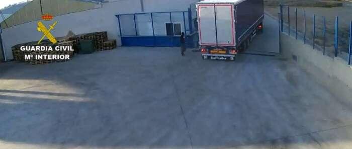 La Guardia Civil desarticula una red dedicada a la sustracción de camiones cargados de mercancía