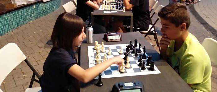 Alta participación en la actividad de ajedrez nocturno en Miguelturra