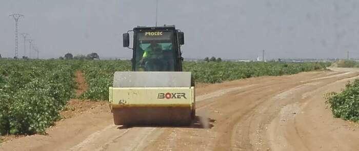 El Ayuntamiento de Miguel Esteban invierte unos 60.000 euros en el arreglo de cerca de 80 kilómetros de caminos rurales