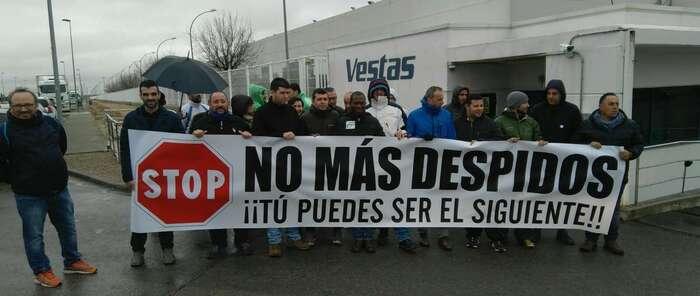Concentración de protesta del comité de Vestas en Daimiel por los despidos y la política de personal de esta empresa de mil trabajadores
