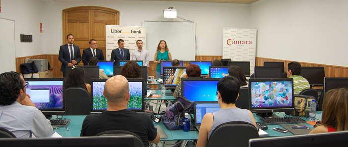 Cámara, Ayuntamiento de Valdepeñas y Liberbank forman a más de una veintena de autónomos en materia de fiscalidad