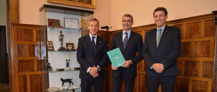 Álvaro Gutiérrez felicita a caja rural castilla-la mancha por los resultados de su memoria anual