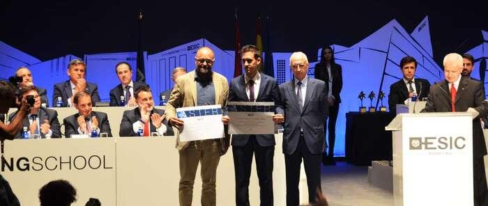 El egresado Carlos Sánchez-Camacho, premiado por un estudio sobre la relación de las redes sociales y la música