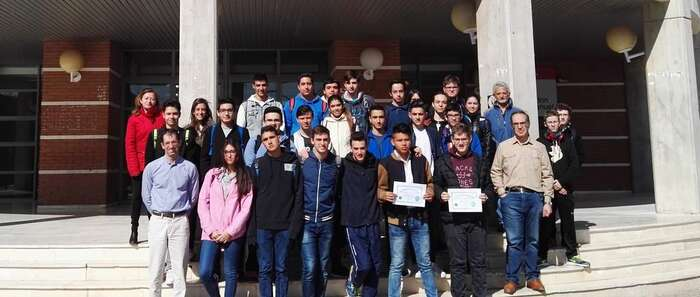 La Escuela Superior de Ingeniería Informática de la Universidad de Castilla-La Mancha (UCLM), en Albacete, ha continuado la campaña 'La Hora del Código' con la que pretende acercar la programación informática a la ciudadanía en general y a los estudiantes