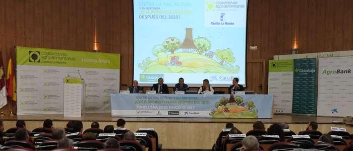 """El Gobierno regional pide una """"vuelta de tuerca"""" a la PAC que fortalezca al eslabón """"más débil de la cadena"""", los agricultores y ganaderos"""