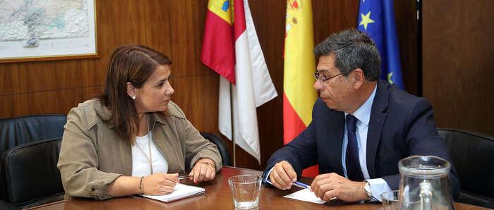 La consejera de Fomento inicia con Javier Nicolás la ronda de contactos con los delegados provinciales de la Junta
