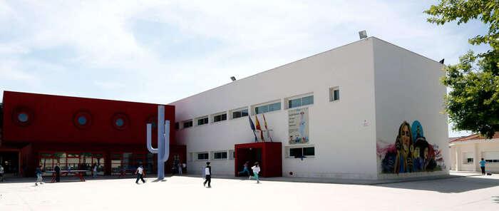 El Gobierno regional autoriza a los centros educativos a tomar las medidas que consideren oportunas si las temperaturas superan los 30 grados