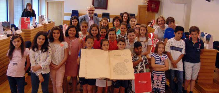 """Los escolares de Ciudad Real elaboran un """"Libro de la Región"""" para conmemorar el Día de Castilla-La Mancha"""