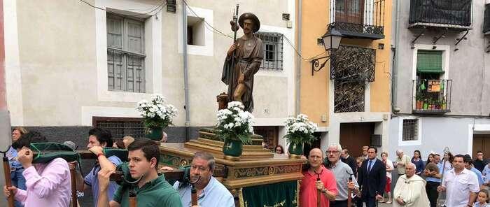 Ángel Mariscal preside la procesión de San Roque por las calles del Casco Antiguo