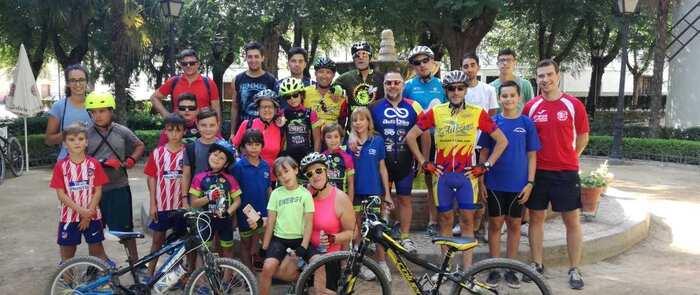 Buen ambiente y mucho calor en la Ruta en bici hacia El Toboso en Miguel Esteban