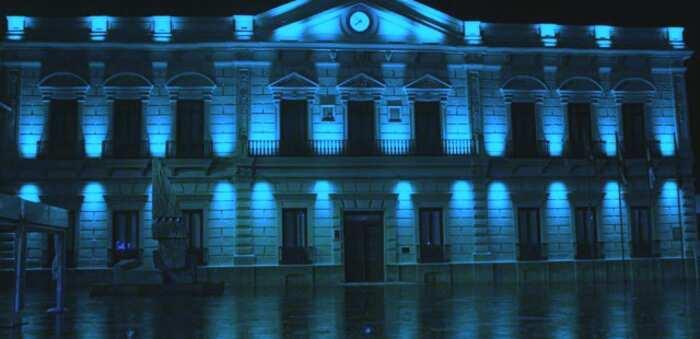 La fachada del ayuntamiento de Alcázar hoy se iluminará de azul conmemorando el Día Nacional del Daño Cerebral Sobrevenido