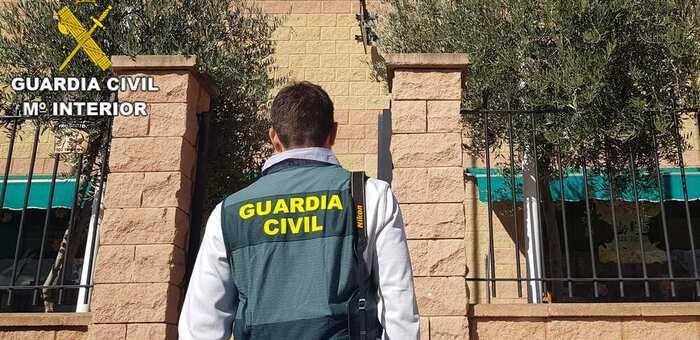 La Guardia Civil ha detenido a cuatro personas por un delito de robo con violencia cometido en Camuñas