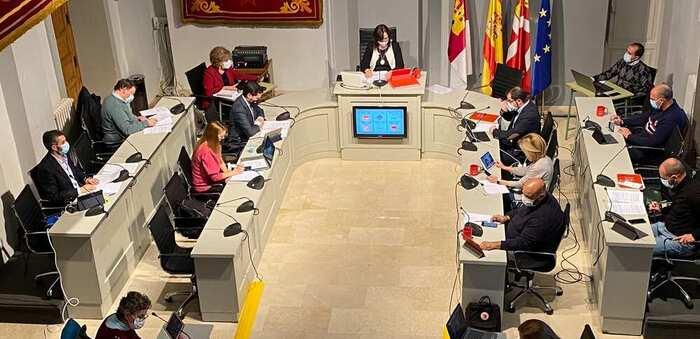 El pleno del ayuntamiento de Alcázar aprueba la bajada del ICIO y vehículos, y aprueba el calendario fiscal