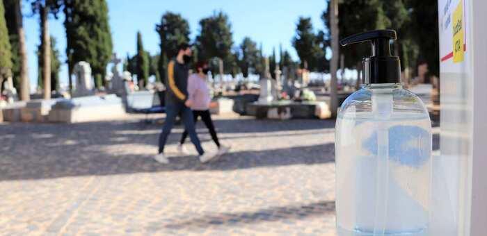 Buena acogida del sistema de cita previa para visitar el cementerio de Manzanares