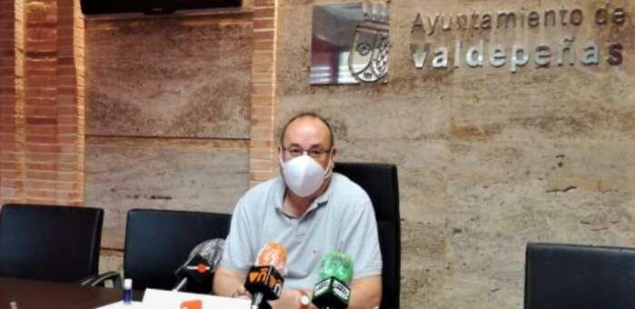 """Izquierda Unida de Valdepeñas lamenta que no se recojan """"sanciones a la empresa o resolución del contrato si no paga a los trabajadores"""""""