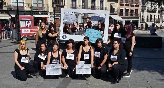 Médicos del Mundo lleva una performance a Toledo para luchar contra la trata de mujeres