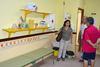imagen de La concejala de Educación de Ciudad Real supervisa las labores  de pintura que se están llevando en los colegios