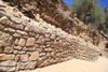 imagen de Un muro de mampostería remata el urbanismo en el entorno deportivo de Muriel