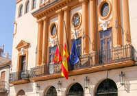 Almodóvar del Campo decreta declaración municipal de luto oficial y establece que las banderas ondeen a media asta