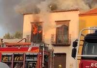 Una vivienda de Alcázar queda totalmente calcinada tras un incendio sin causar heridos