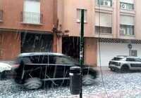 Una gran granizada en Ciudad Real causa destrozos en vehículos, edificios y jardines