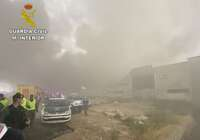 La Guardia Civil colabora con Bomberos en la extinción del incendio en una nave industrial en Seseña